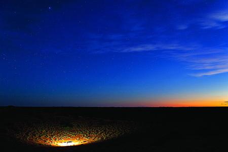 lite: KIELIE KRANKIE DESERT CAMP WATERHOLE LITE UP IN THE EARLY EVENING Stock Photo