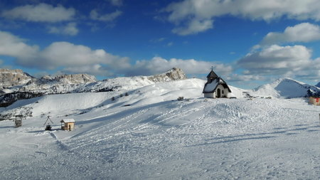 sella: Church in Alta Badia resort - Sella Ronda - Italian Alps - Dolomiti Superski