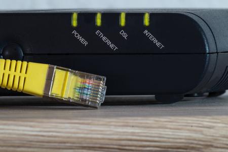 黄色ネットワーク ケーブルと dsl モデムの発光 led 写真素材