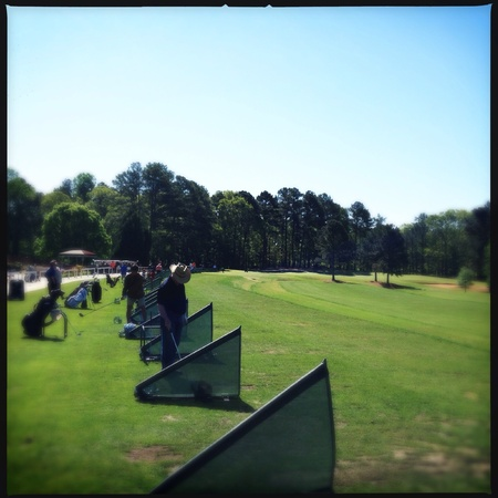 Las personas que practican el golf en un campo público en Atlanta, Georgia EE.UU. Foto de archivo - 27815544