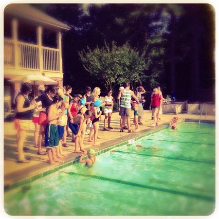 Barrio de natación en Alpharetta, Georgia EE.UU. Foto de archivo - 29474056