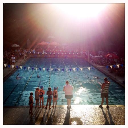 Barrio de natación en Alpharetta, Georgia EE.UU. Foto de archivo - 29474072