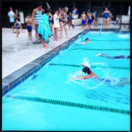 Barrio de natación en Alpharetta, Georgia EE.UU. Foto de archivo - 29474077