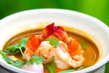 camaron: Tom Yum Goong - sopa caliente y picante tailandés con camarones - Thai Cuisine