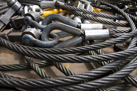 shackle: Heavy duty steel wire rope sling with safety anchor shackle bolt in construction site Stock Photo