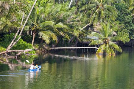 kood: Tourists boating, kayaking, enjoy the beauty of nature.