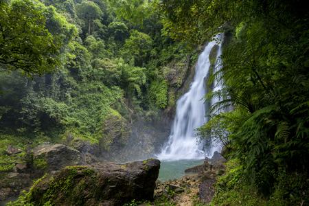 Tam nang waterval in het bos tropische zone nationaal park Takua pa Phang Nga Thailand