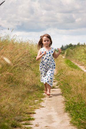 runing: Young girl at rural road