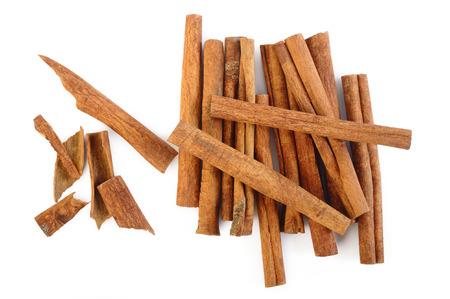 stick of cinnamon: Cinnamon sticks isolated on white background