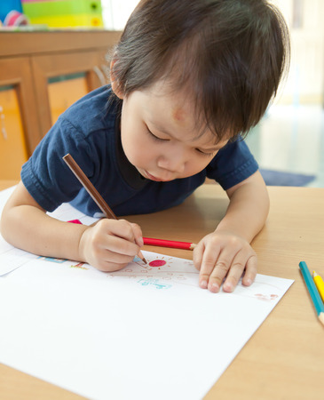 Boy drawing on the paper
