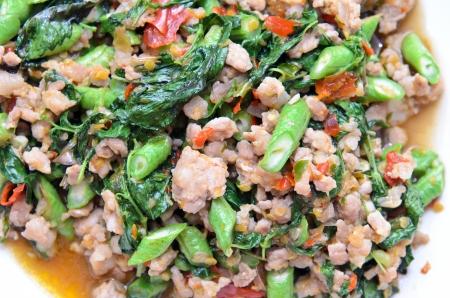 Thai spicy pork basil Фото со стока
