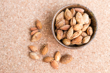 kernel: Sweet almonds with kernel