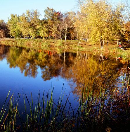 minnesota: Picturesque Autumn Lake Reflections - Minnesota State Park