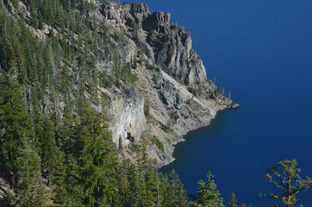 overlook: Picturesque overlook of Crater Lake National Park.
