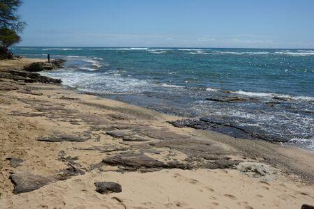 Sunny seascape at Leahi Beach Park - Oahu Island, HI. Banco de Imagens