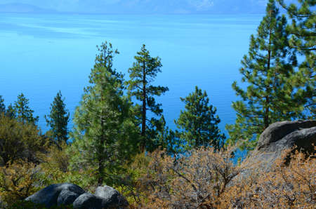 Tranquil sunny vista on Logan Shoals, a picturesque wayside on the eastern shore of Lake Tahoe, Nevada. Standard-Bild