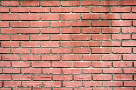 배경으로 붉은 벽돌 벽