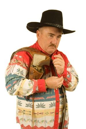 holster: Old Cowboy vestirse con funda y pistola sobre el hombro