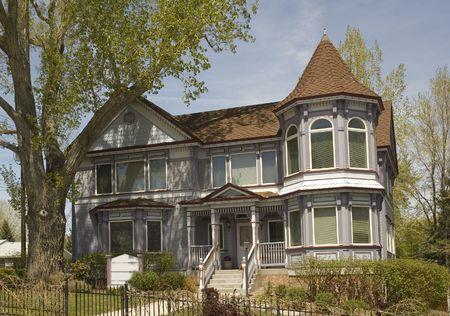 Older Victorian gingerbread home in Nevada Banco de Imagens