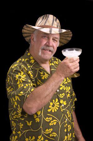 El hombre en camisa de flores hawaianas camisa, con un hombre fu chu bigote, sombrero de safari y Margarita realizando una suplantaci�n de Jimmy Buffet  Foto de archivo - 3344038