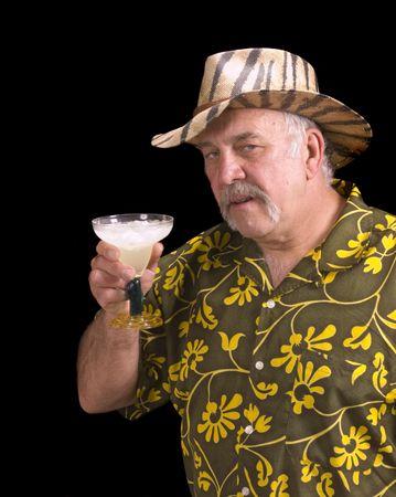 サファリの帽子と 1 つ余りにも多くのマルガリータを持ってマルガリータの花柄シャツ ハワイアン シャツの男 写真素材
