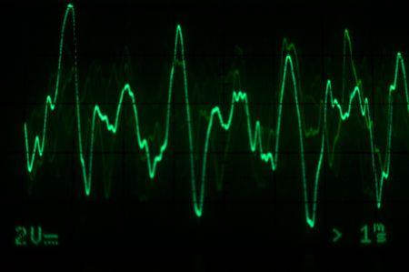 Oscilloscoop waveform - groene met spanning en tijd schaal aanwezig Stockfoto - 3771210