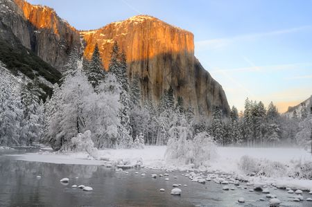 merced: Sunset on the granite peaks in Yosemite valley above the Merced river Stock Photo