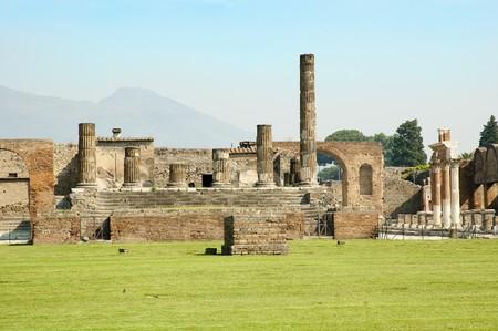 Romano antigua ruinas en la ciudad destruida de Pompeya  Foto de archivo - 7911230