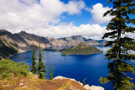 Crater Lake, Oregon, a caldera left from a gigantic volcanic explosion Stock Photo - 7911544