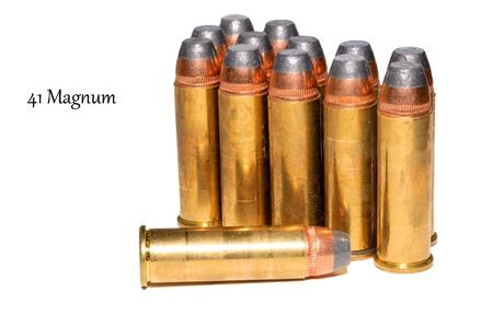 magnum: 41 munitions Magnum isol� sur blanc Banque d'images