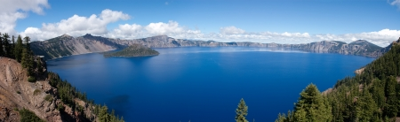 Crater Lake, Oregon, a caldera left from a gigantic volcanic explosion Stock Photo - 15322363