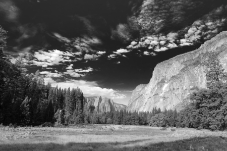 Black & White image of Yosemite Valley with interesting cloud formations