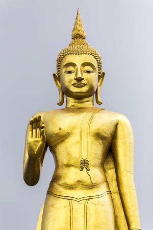 Phra Buddha Mongkol Maharaj tallest Golden Standing Buddha at Hat Yai Municipal Park, Hat Yai Thailand Archivio Fotografico