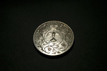 1977 Corwn coin showing Coronation Regalia with floral border  Crown above  No Inscription  photo