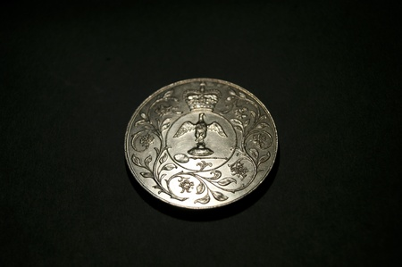 regalia: 1977 Corwn coin showing Coronation Regalia with floral border  Crown above  No Inscription  Stock Photo