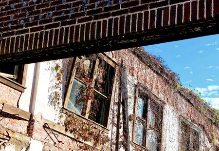 放棄された建物