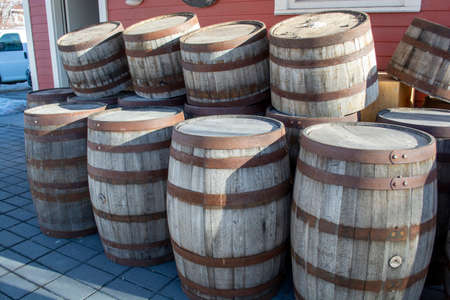 Vintage Wood Barrels Stacked Outside on Heritage Property Standard-Bild