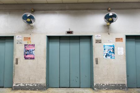 edificio industrial: ascensor del edificio industrial