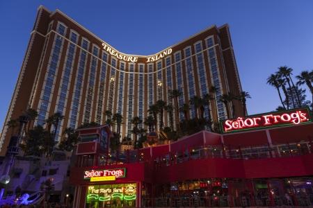 schateiland: LAS VEGAS - 21 juni 2013 - Treasure Island, 21 juni 2013 in Las Vegas Treasure Island onlangs een 1 7 miljoen vernieuwing om het Redactioneel