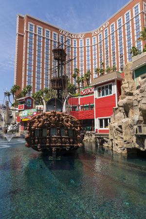 isla del tesoro: LAS VEGAS - 07 de mayo 2015 - Phillip Ruffin compr� El hotel Frontier y luego lo vendi� para un beneficio enorme que le permite comprar la isla del tesoro de las estaciones de MGM.