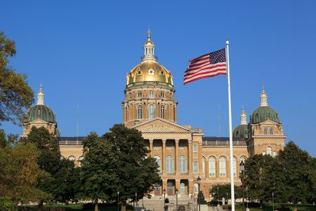 iowa: Front shot of Iowa Capitol in Des Moines.