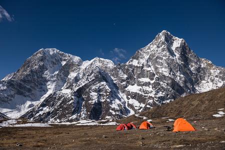 네팔 원정대베이스 캠프 텐트 스톡 콘텐츠