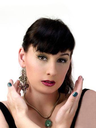 Junge Frau mit Dark Hair Ohrringe und Ohrringe Standard-Bild - 3006358