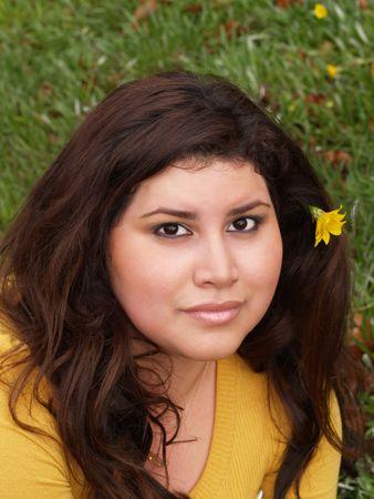 large hispanic woman portrait outdoors yellow sweater       Archivio Fotografico