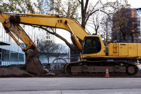 holgaz�n: Idle Equipo de construcci�n pesado En Downtown Sitio