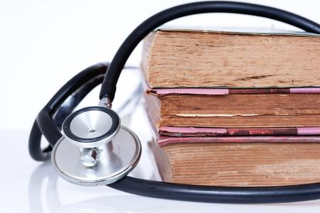 ethic: La ricerca medica o un concetto etico, Stetoscopio con i vecchi libri Archivio Fotografico