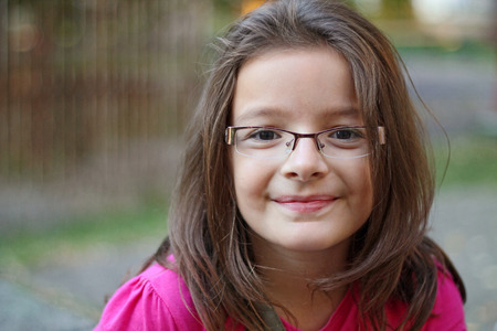 a l?ny szem?vegben the girl in glasses