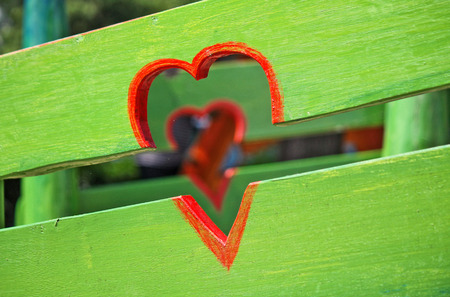 red hearts and green fence Reklamní fotografie
