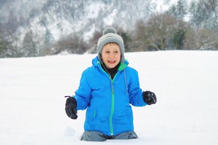 Boy and snowing Reklamní fotografie - 51467938