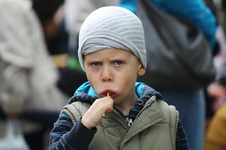 The boy eats lollipop Reklamní fotografie